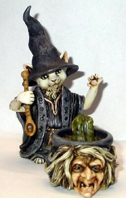 Harmony Kingdom Art Neil Eyre Designs Halloween Black Cat Kitty Scared Pumpkin