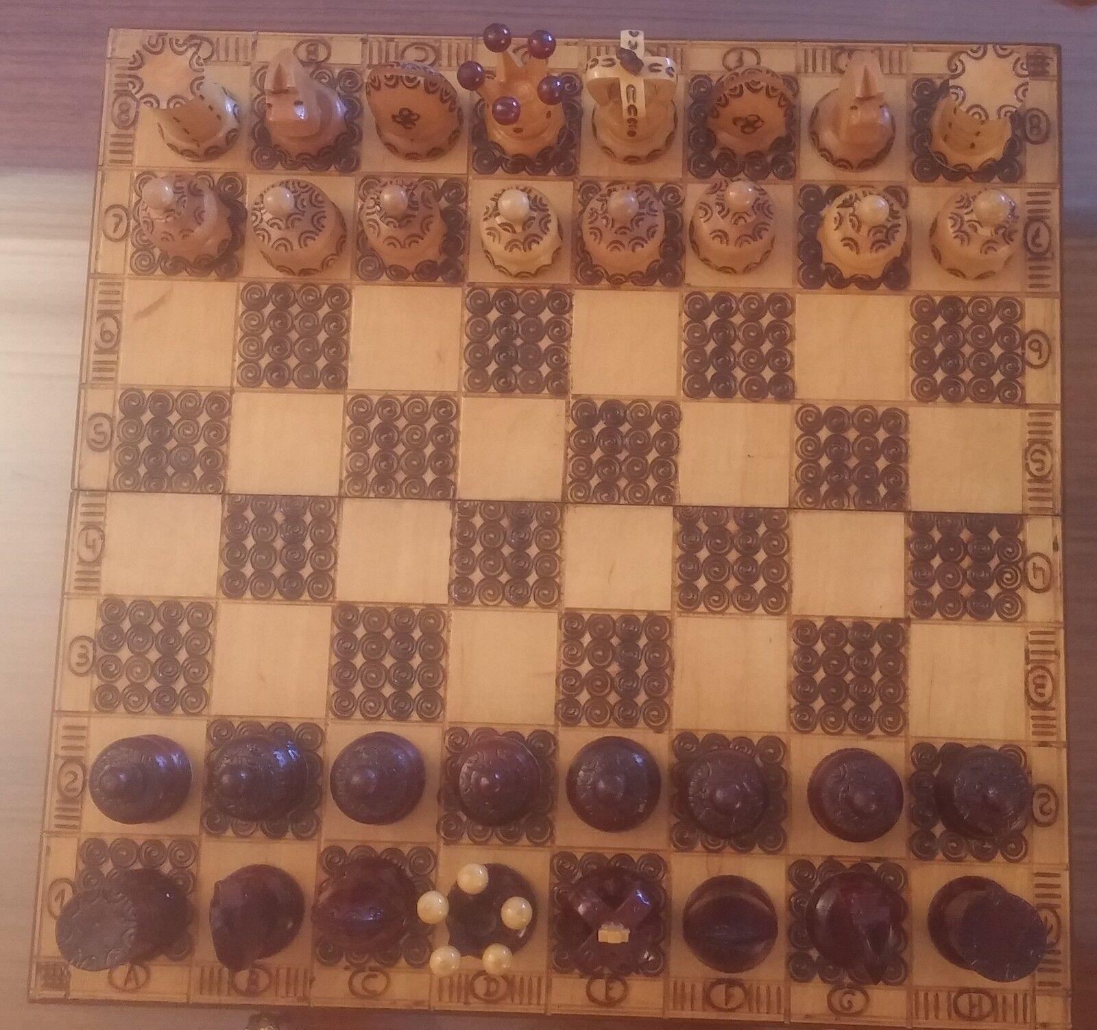 Beau jeu d'échecs - Europe de l'Est  - monete en bois - 40  40 - Fermoir neuf  basso prezzo del 40%