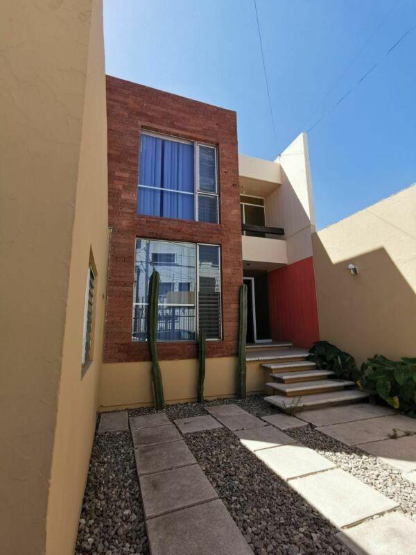 Casa en Renta en Jardines de Irapuato, excelente ubicacion.