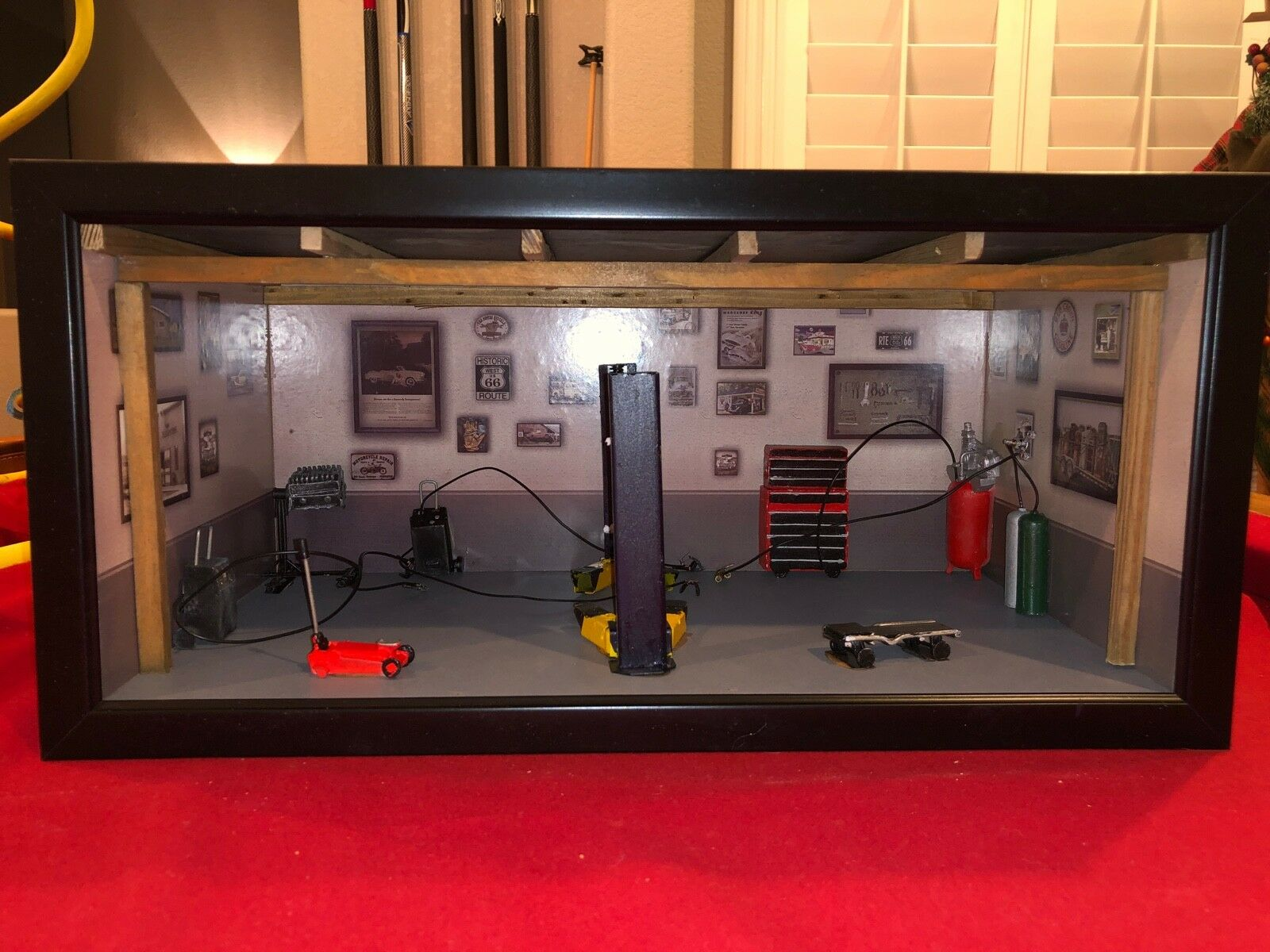 MUSCLE CAR GARAGE DIORAMA, DETAILED, 1 18TH SCALE DISPLAY FOR YOUR CARS