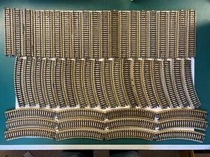 Maerklin-H0-50-x-M-Gleis-Konvolut-gerade-und-gebogene-Gleise-5106-5100