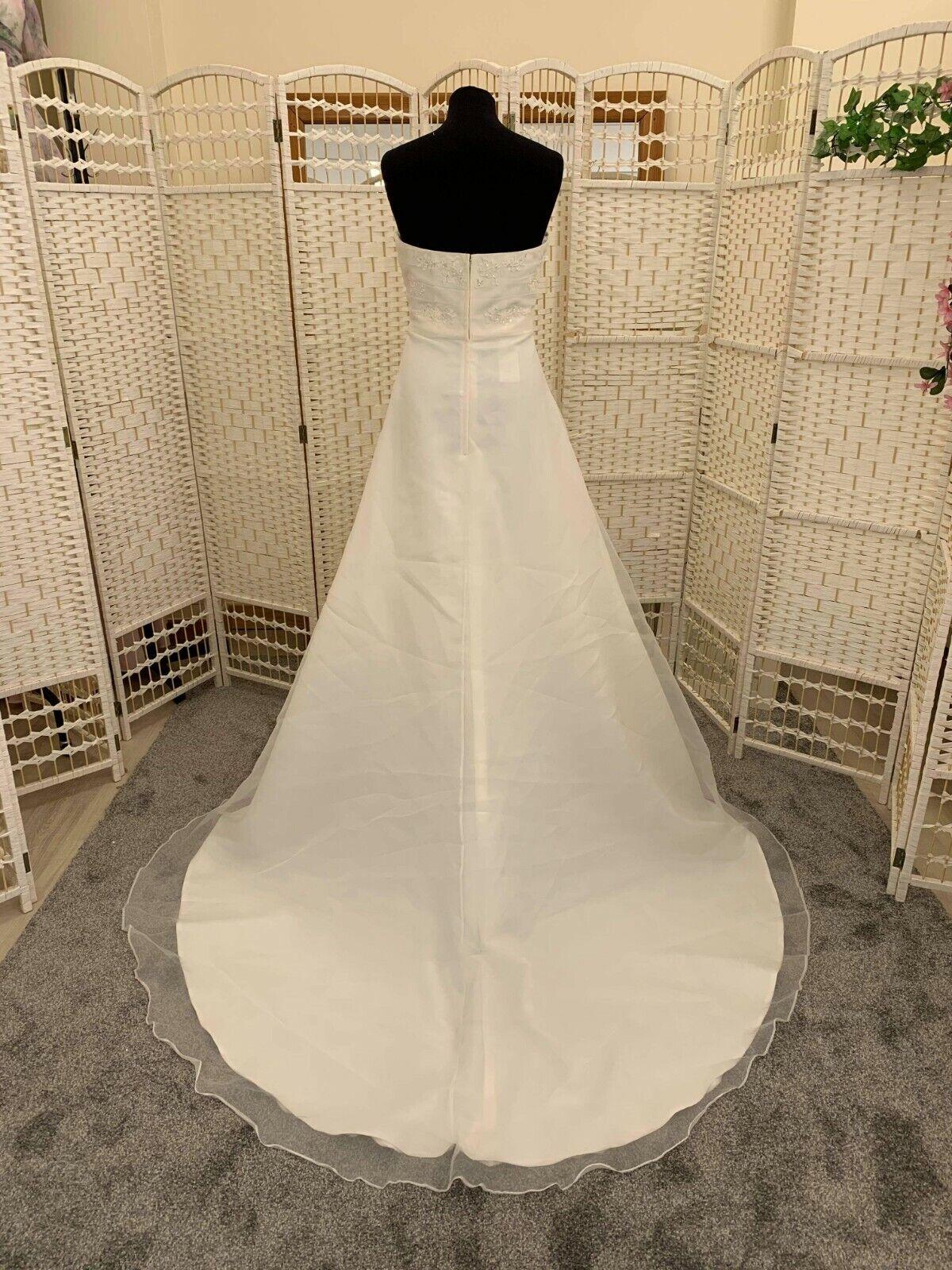 Job lot. 4 Wedding/ bridal dresses Good condition Pack 107