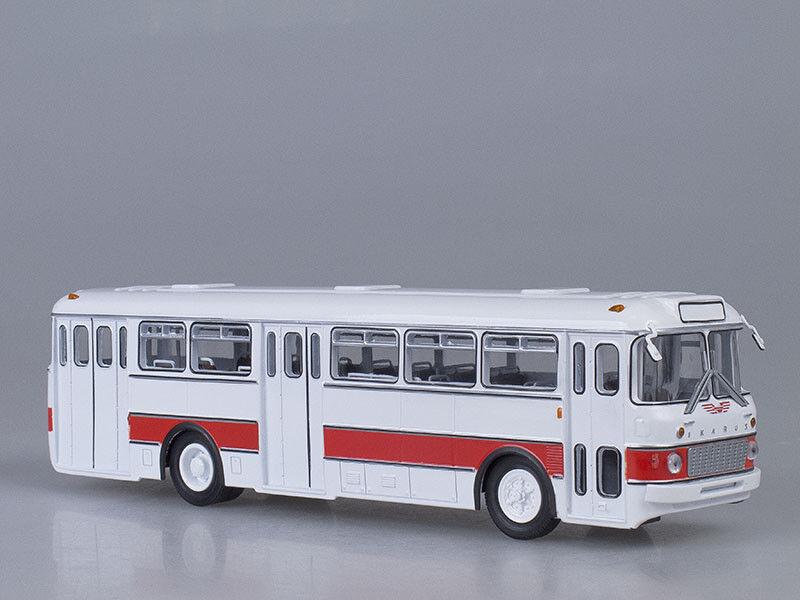 Modelo de escala Bus 1 43 Ikarus 556 biancao-rosso