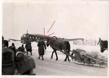 10081/ Originalfoto 7x10cm, Panjeschlitten vor Ju 52 Wrack, Russland