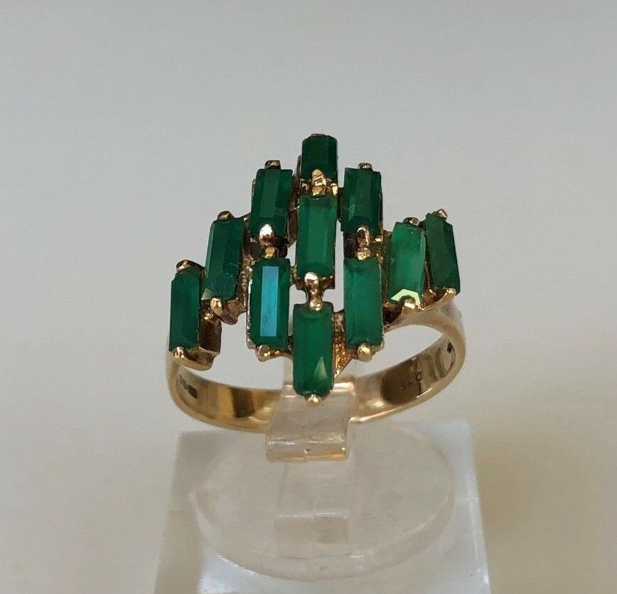 9k solid gold & green stone ring English hallmarks 4.03g size O - 7