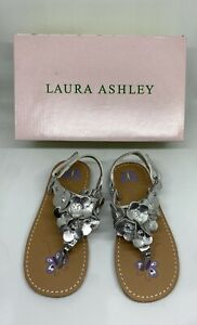 LAURA ASHLEY SANDALS SIZE 9 SILVER FLOWERS PETITE - NEW Item #612574