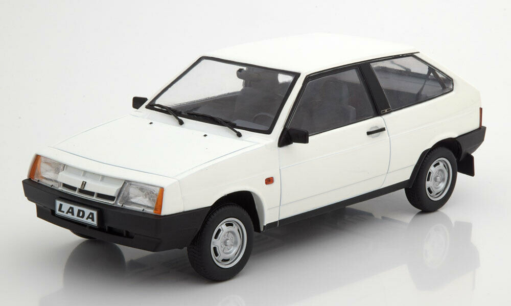Lada Samara 1984 blanc 1 18 Model KK SCALE