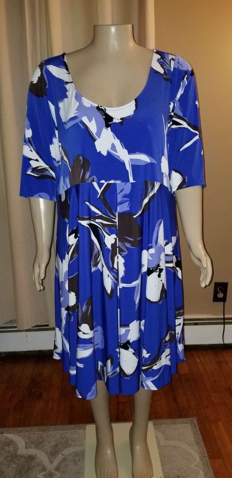 Lane Bryant Scoop Neck Short Sleeve Blau Floral Dress 26 28 NWT