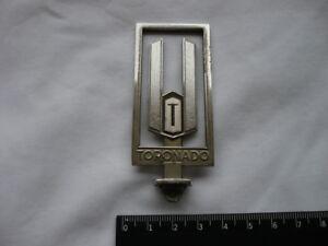 1979-1985-Oldsmobile-Toronado-Kuehlerfigur-hood-ornament-emblem-header-panel