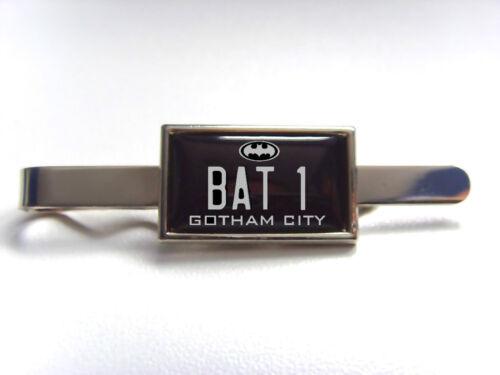 Batman Batmobil Nummernschild Anstecker Krawattenklammer Tie Griff Stiftleiste