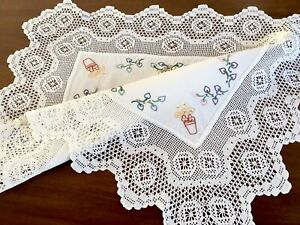 VINTAGE-HAND-EMBROIDERED-CROCHET-WHITE-Cotton-TABLE-CENTRE-TROLLEY-CLOTH-22x28