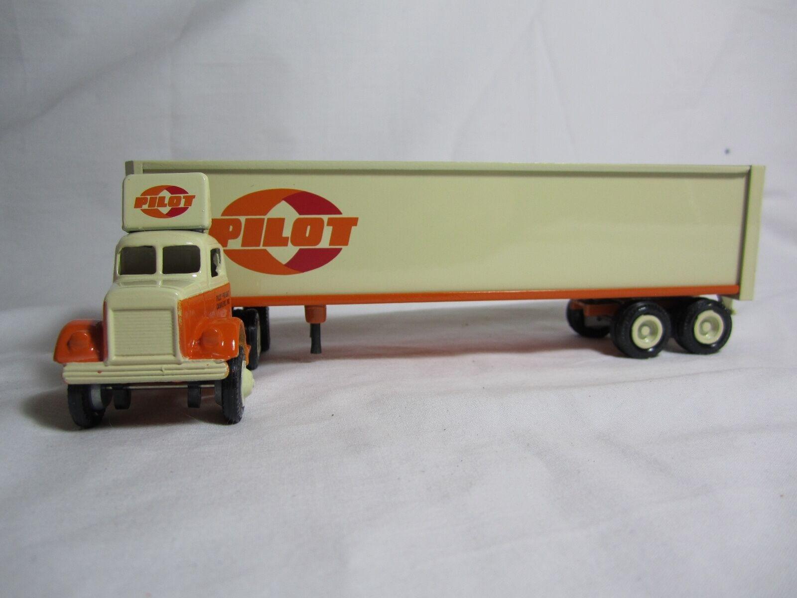 Winross 1982 PILOT FREIGHT CARRIERS White 9000 Cargo Truck
