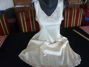 jolie combinaison & fond de robe vintage jolie dentelle Taille  50 ref 844R