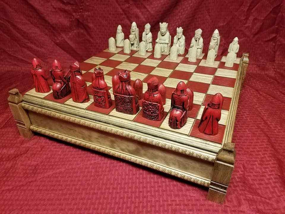 Isle of Lewis Chessmen, Board & Case (FULL Talla REPRODUCTIONS)