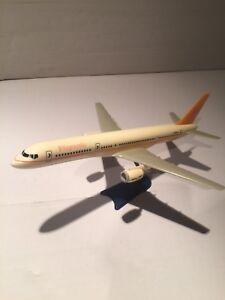 Modellino-di-aereo-in-plastica-compagnia-aerea-HISPANIA-modello-boeing-757
