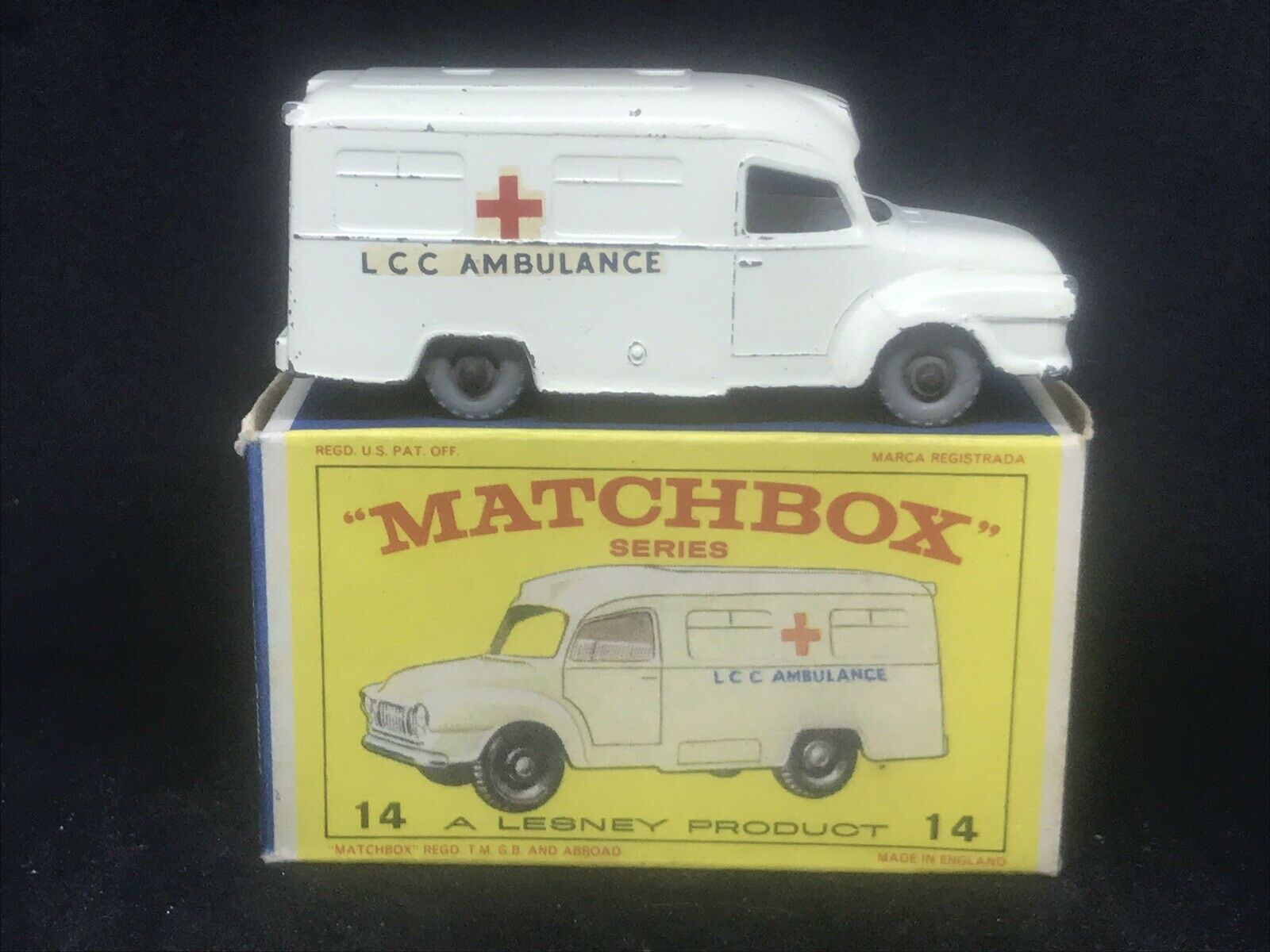 VHTF Matchbox Lesney 14 C1 Lomas Bedford Ambulance grau Plastic Wheels w E3Box