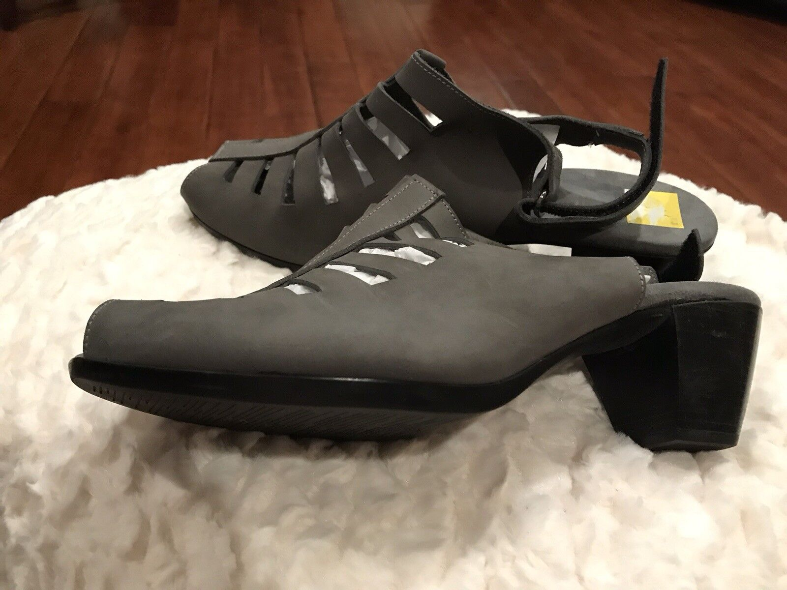 Munro Abby Sling Back Size 11WW Grey Nubuck Sandals, Retail  189.95