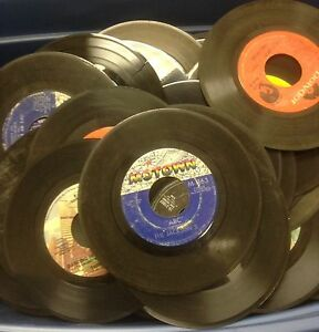 Lot-of-100-45-rpm-Vinyl-Records-for-Crafts-and-Decoration-7-034-45s-Party-50-039-s-60-039-s