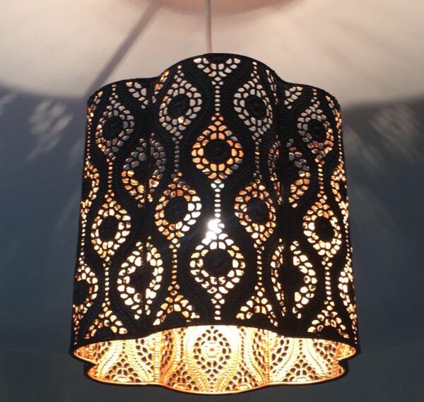 * Nuovo * Black Metal Ciondolo Luce Lampada Da Soffitto Ombra Tagliato Marocchino Oro/rame Carino E Colorato