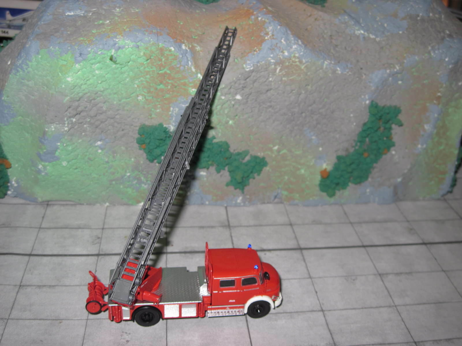 Brekina 47071-Mercedes Benz L 1519-prescripteurs 30-Pompiers-Rouge Blanc Blanc Blanc b54bcd