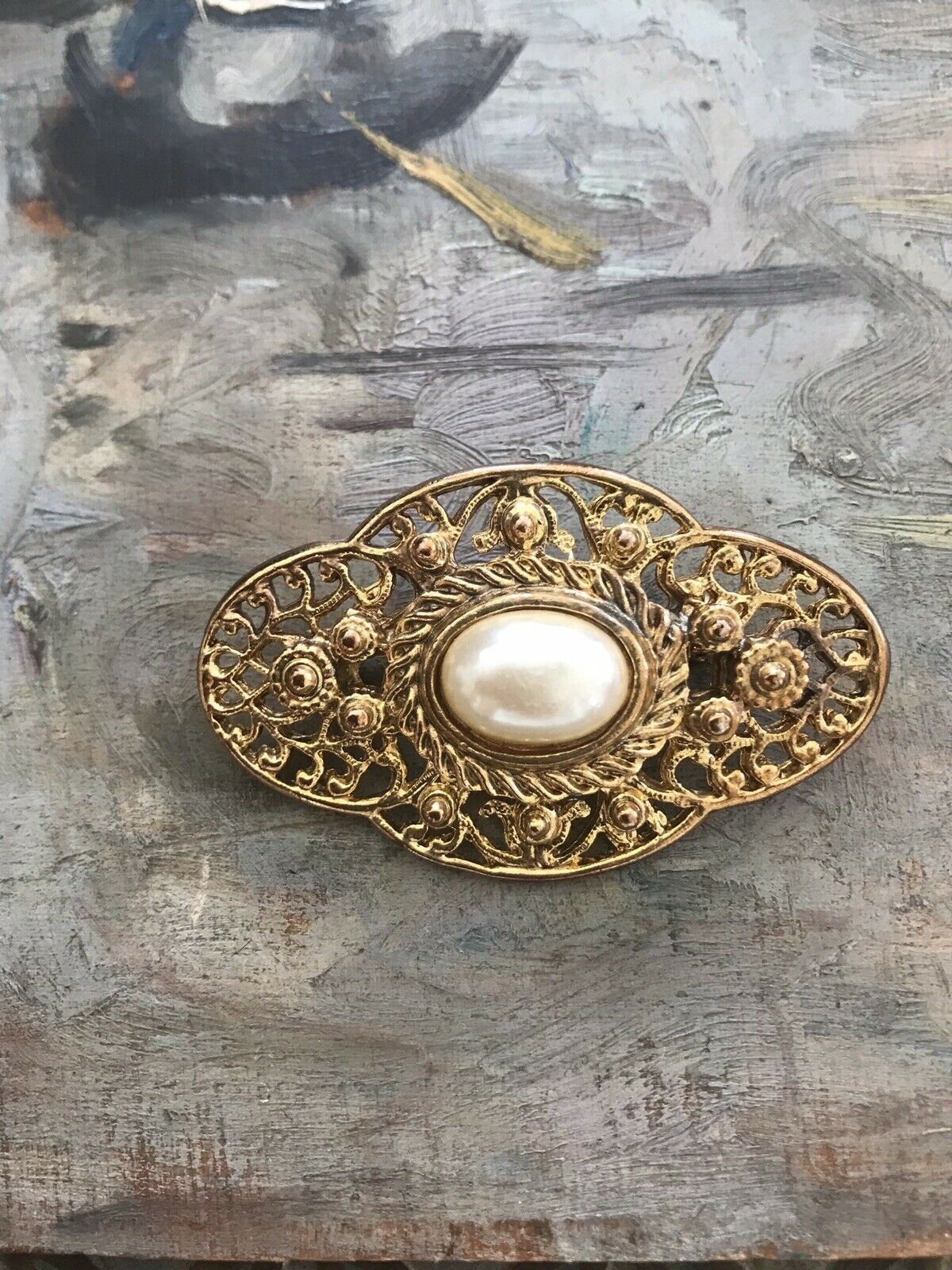 Vintage 60s 1960s Pearl Gold Plated Ornate Brooch… - image 4