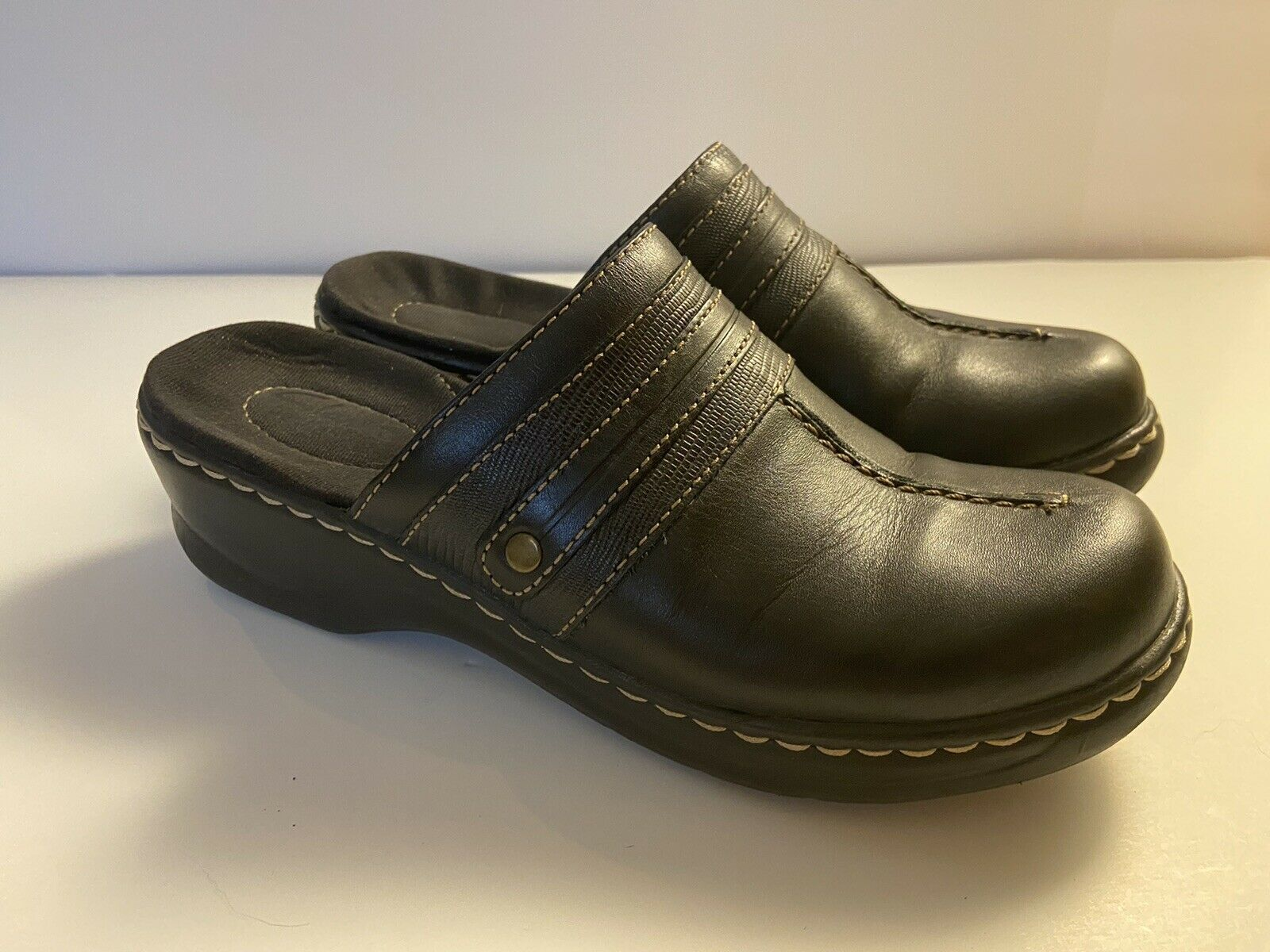 CLARKS DARK LEATHER LOAFERS SLIP ONS CLOG COMFORT SHOES WOMENS SZ 6.5M - NURSE