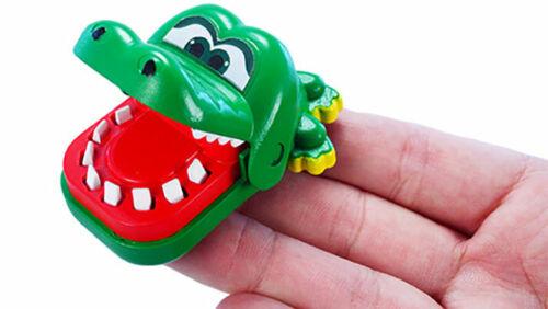 World/'s Smallest Crocodile Dentist  Miniature Game RETRO Toy NEW