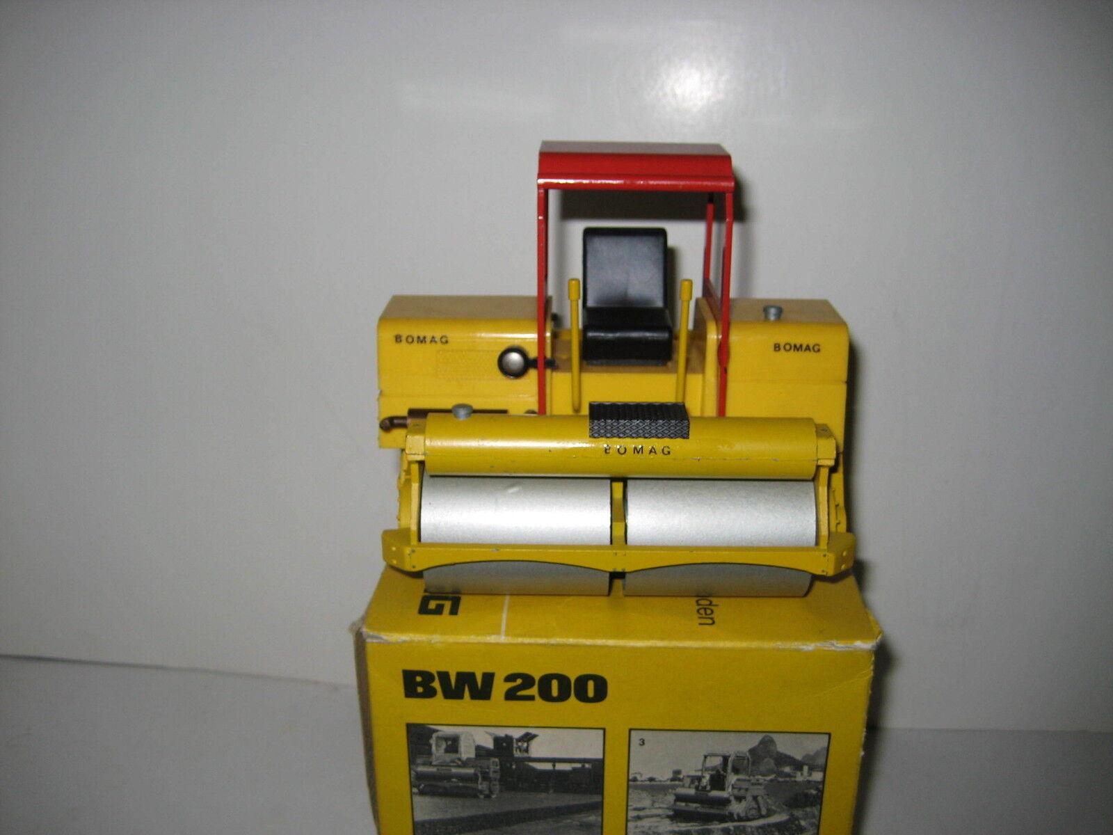 BOMAG BW 200 Rouleau Rouge Toit  2950.3 Conrad 1 24 neuf dans sa boîte