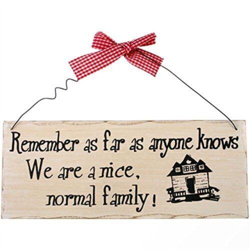 N/'oubliez pas aussi loin que quiconque Plaque-famille signe en bois suspendus sait nous normal
