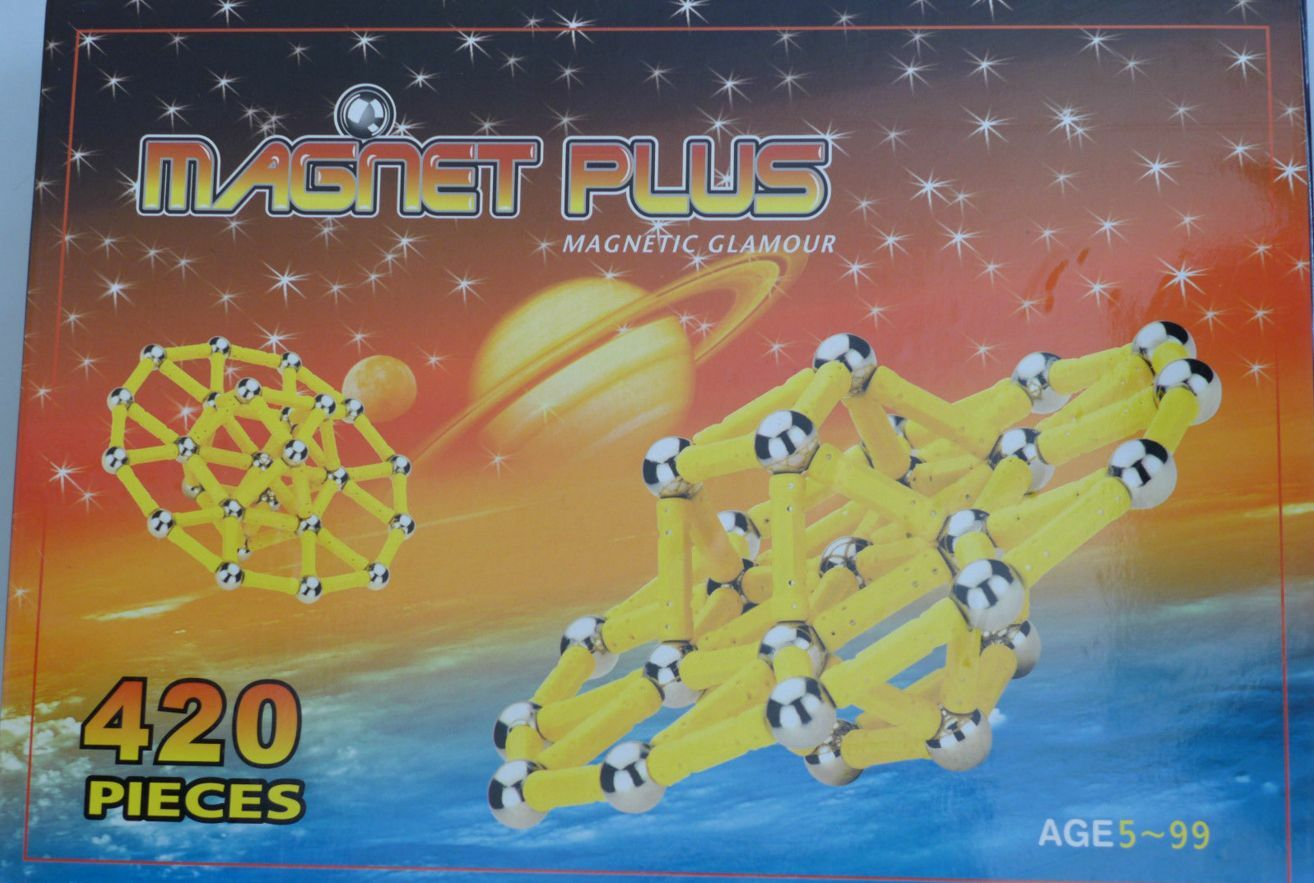 HUGE 420 PIECE MAGNETIC   STRONG BUILDING SET EXECUTIVE TOY + MAGIC PANEL