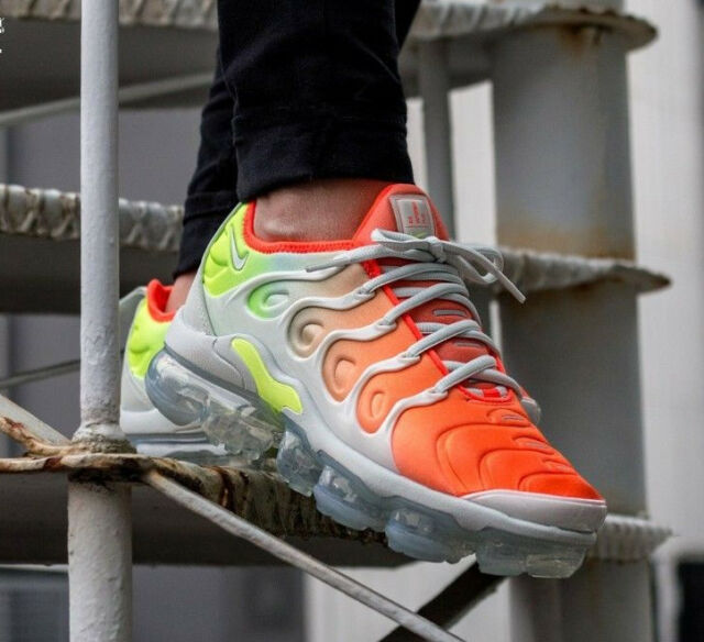 100% authentic 44a86 776c4 Womens Nike Vapormax Plus UK 6 EUR 40 Barely Grey/total Crimson Ao4550-003