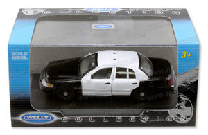 New-1-43-Scale-Welly-Ford-Crown-Vic-Police-Car-with-Optional-Emergency-Equipment