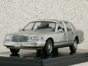 LINCOLN Town Car - 1996 - champagnermetallic - Premium X 1:43