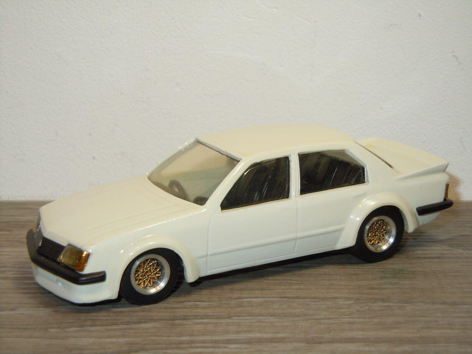 offrendo il 100% Holden Commodore VH VH VH SS - Dinkum classeics - Australian fatto - 1 43 35436  basso prezzo del 40%