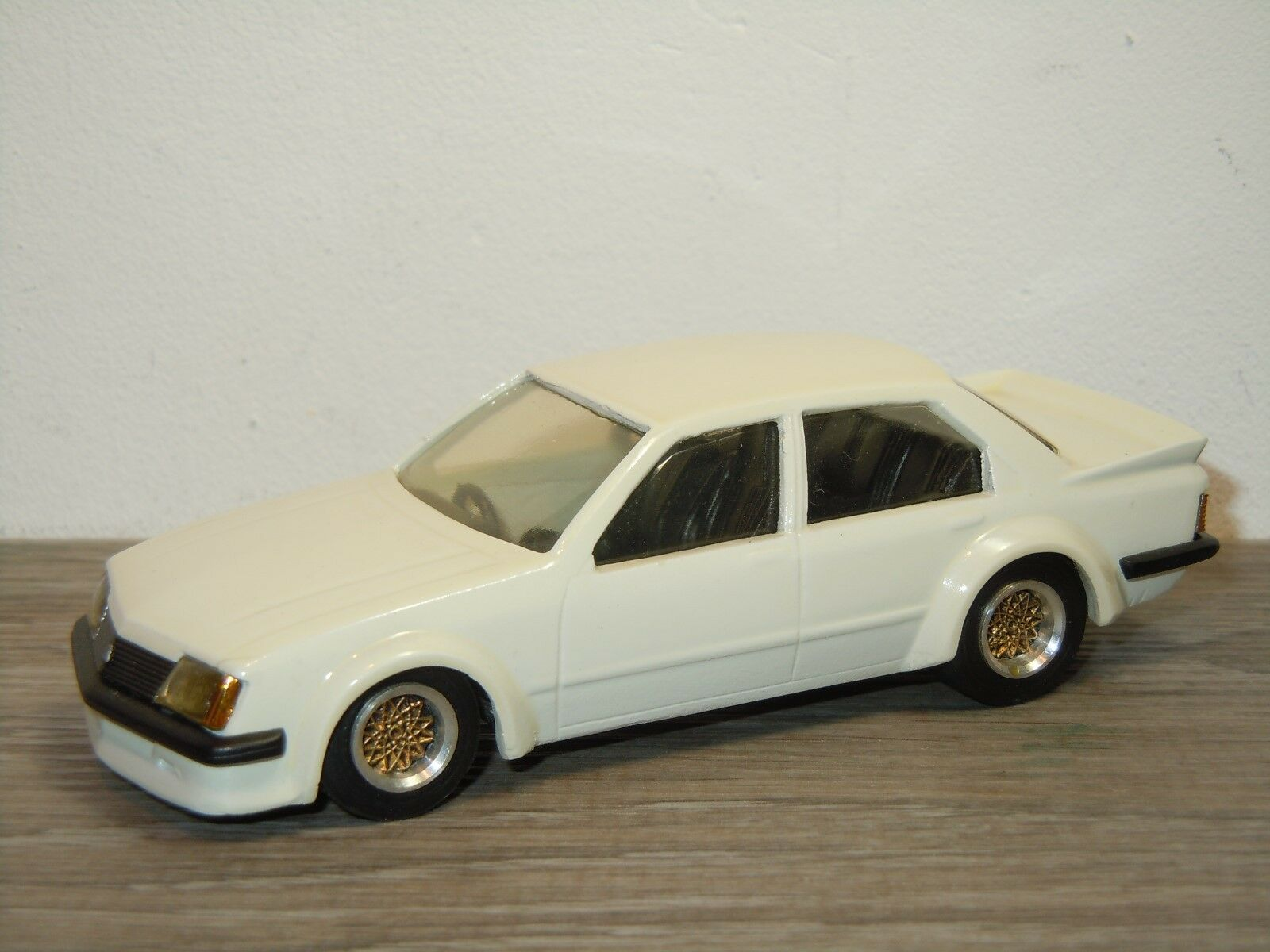 Holden Commodore VH SS - Dinkum Classics - Australian Made - 1 43 35436