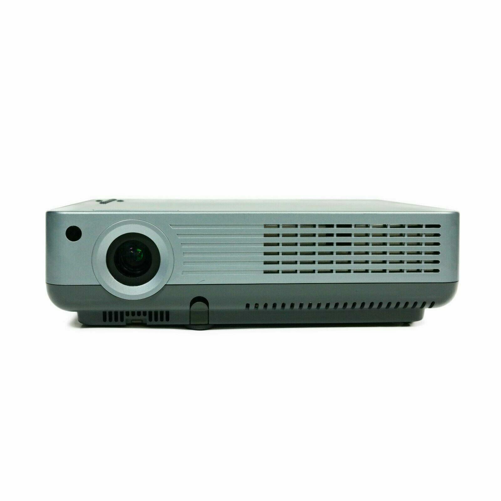 Eiki LC-XBL25 Multimedia 3-LCD Projector 2,600 Lumens 500:1 4:3 w// Working Lamp