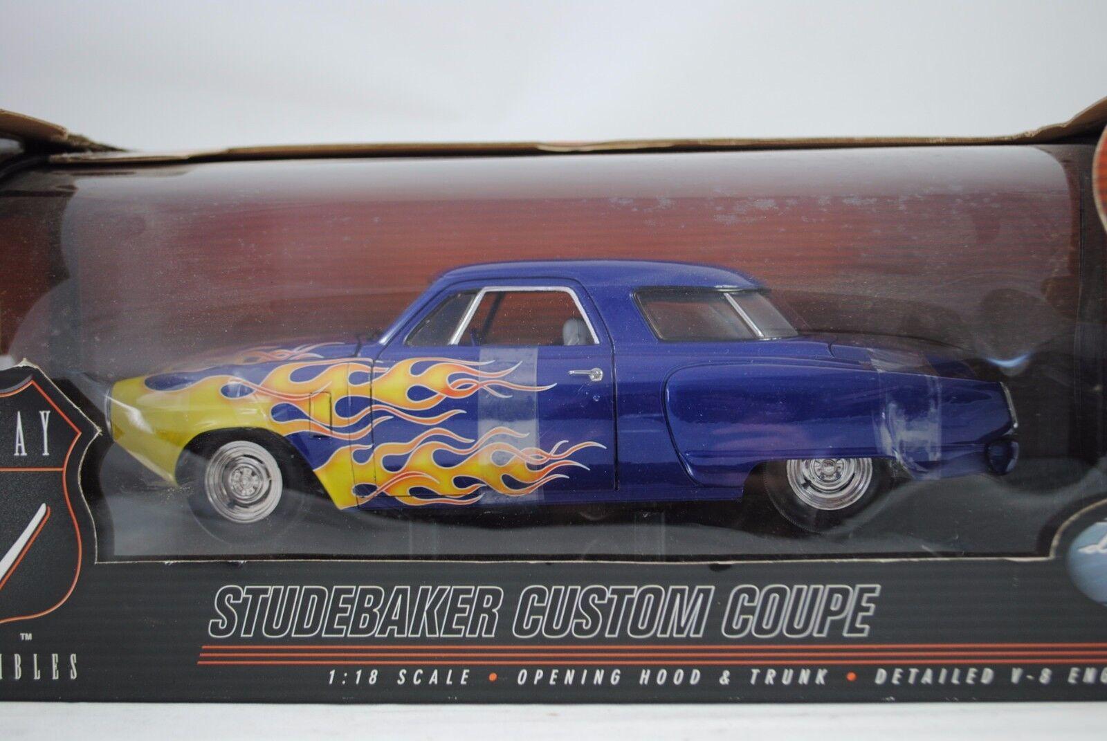 1 18 Highway 61  50125 - Studebaker Personalizzato Coupè azul con Flames -