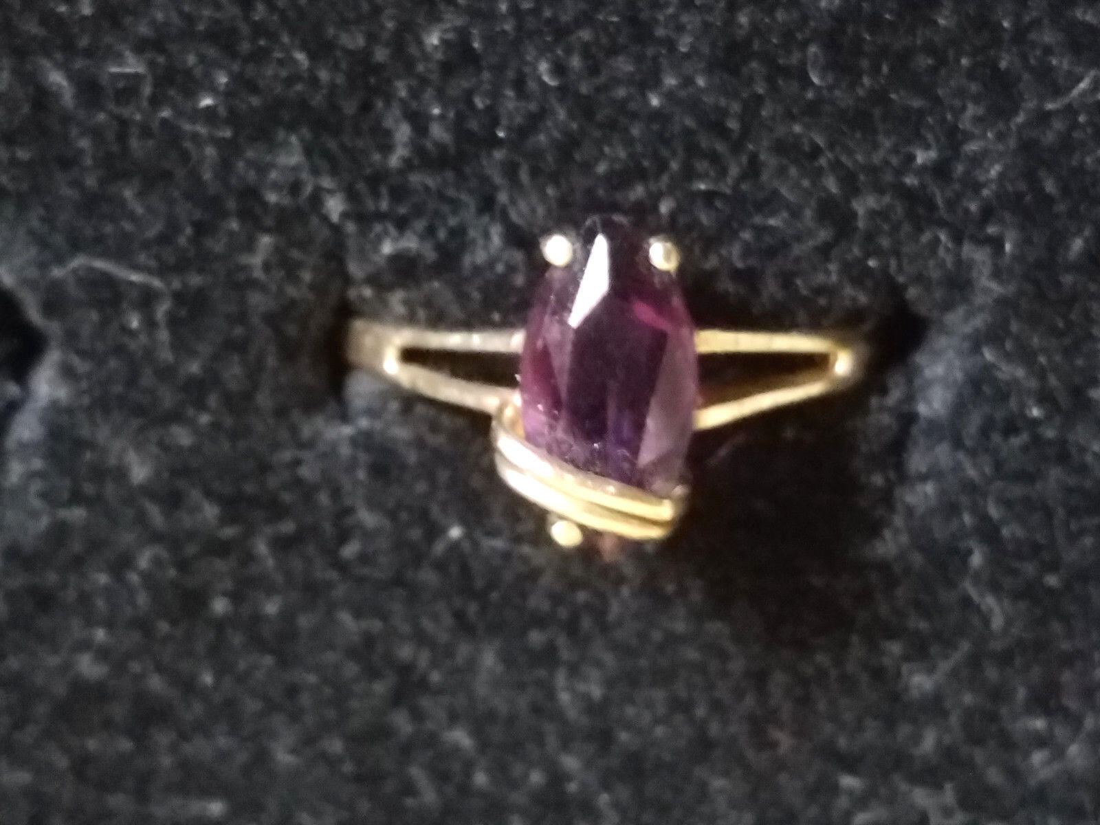 RING - Women's Beautiful Amethyst Solitaire in 10k Yellow gold  Amazing Piece