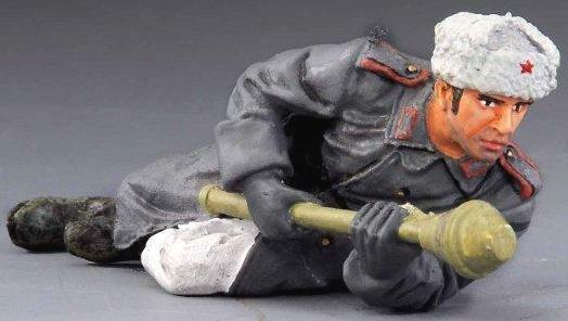 THOMAS GUNN SOV002B RUSSIAN OFFICER WITH PANZERFAUST WW2 Painted Diecast Metal