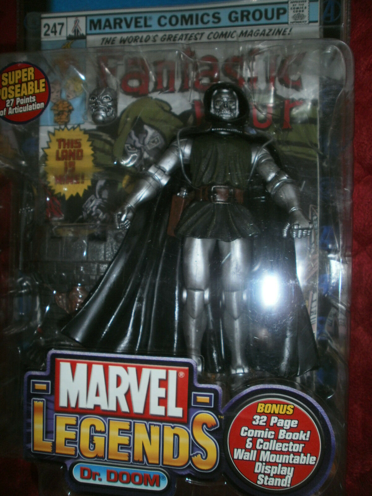 MARVEL LEGENDS  SERIES 2 DR DOOM ACTION FIGURE WITH 32 PAGE COMIC