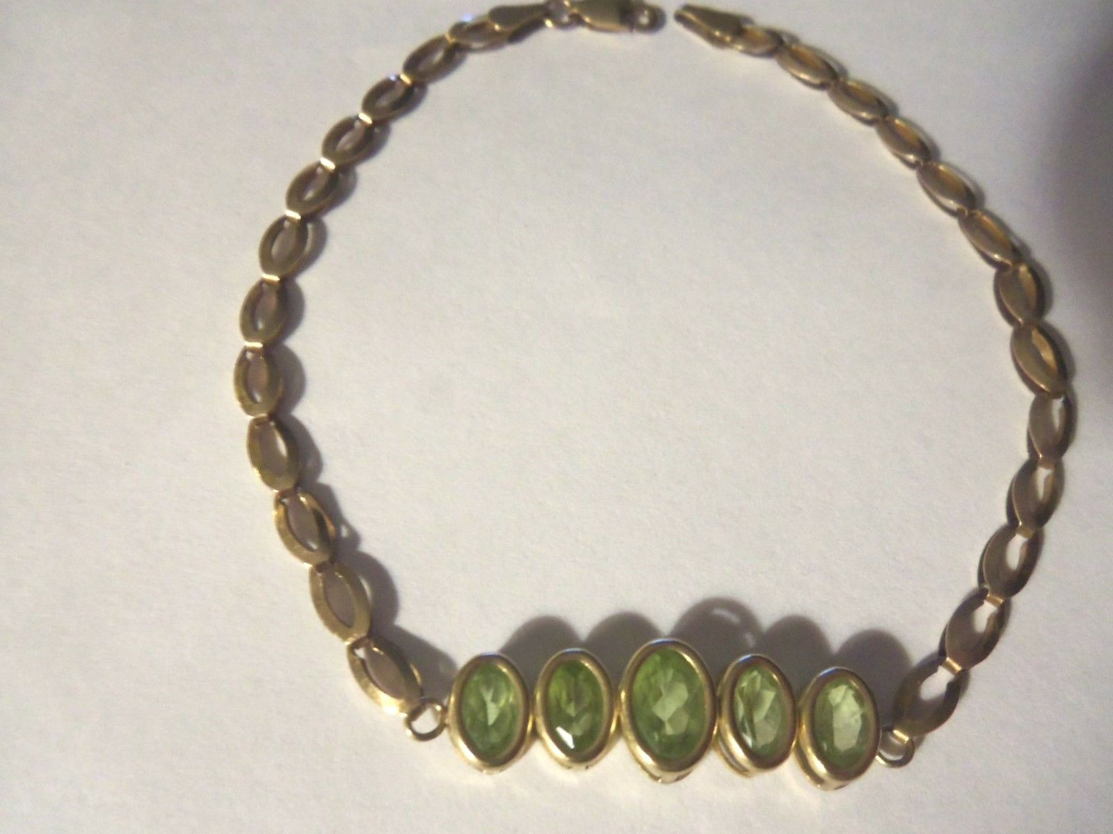 BEAUTIFUL 10 KT gold AND PERIDOT BRACELET...7 1 2 INCHES