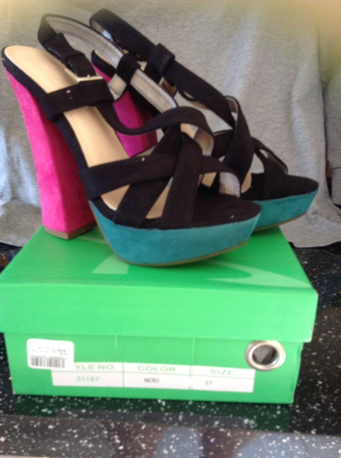 Beautiful Brand New Via Giulia Sandals Size 4