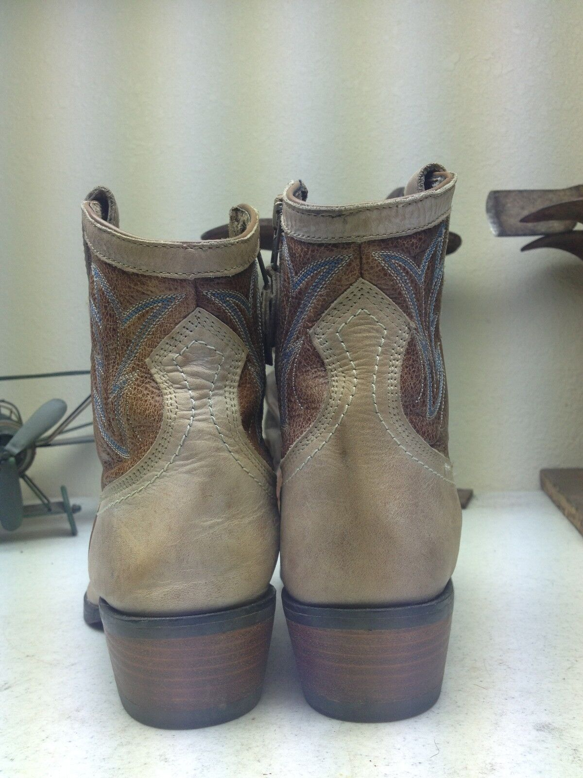 ARIAT TAUPE LEATHER WESTERN COWBOY ROCKABILLY ZIP ZIP ZIP UP DANCE bottes Taille 9.5 B 3fb51a