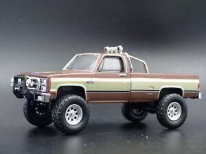 1982-82-GMC-K2500-4X4-camion-chivo-expiatorio-squarebody-1-64-escala-Diecast-Modelo-de-Coche