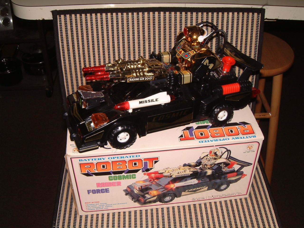 COSMIC RAIDER FORCE ROBOT ~ VINTAGE NOS BATTERY OPERATED CAR IN ORIGINAL BOX