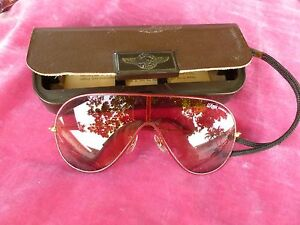 VINTAGE-BAUSCH-AND-LOMB-RAY-BAN-WINGS-CLASSIC-PINK