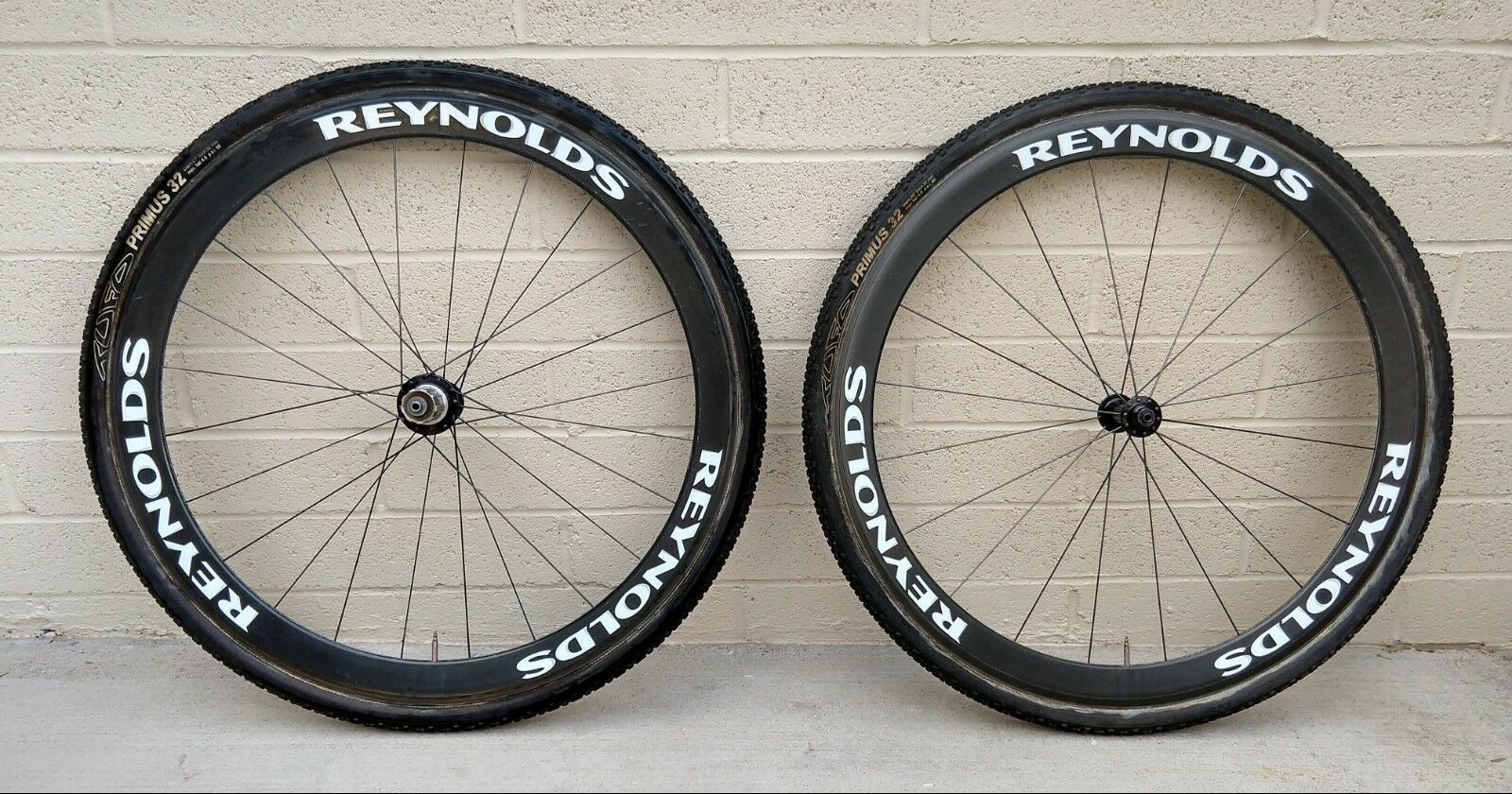 Reynolds Assault Carbon Tubular Wheelset & TUFO Primus 32mm Cyclocross Tires