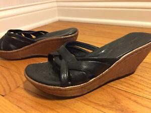 Sandals-BORN-Womens-7M-Black-Leather-Strappy-Slip-On-Gold-Cork-Wedge-Heel