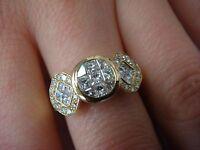 !STRIKING 18K GOLD LADIES 1 CT INVISIBLE SET PRINCESS CUT DIAMOND RING, SIZE 6.5