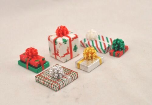 Christmas Gifts w// Fancy Bow 1//12 scale miniature DHS25017 COLORS DO VARY